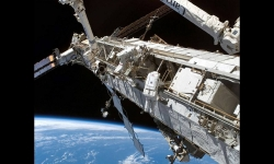 Slideshows - The space shuttle and the orbital station