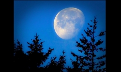 PPS Slideshows - The moon - Lights in the night